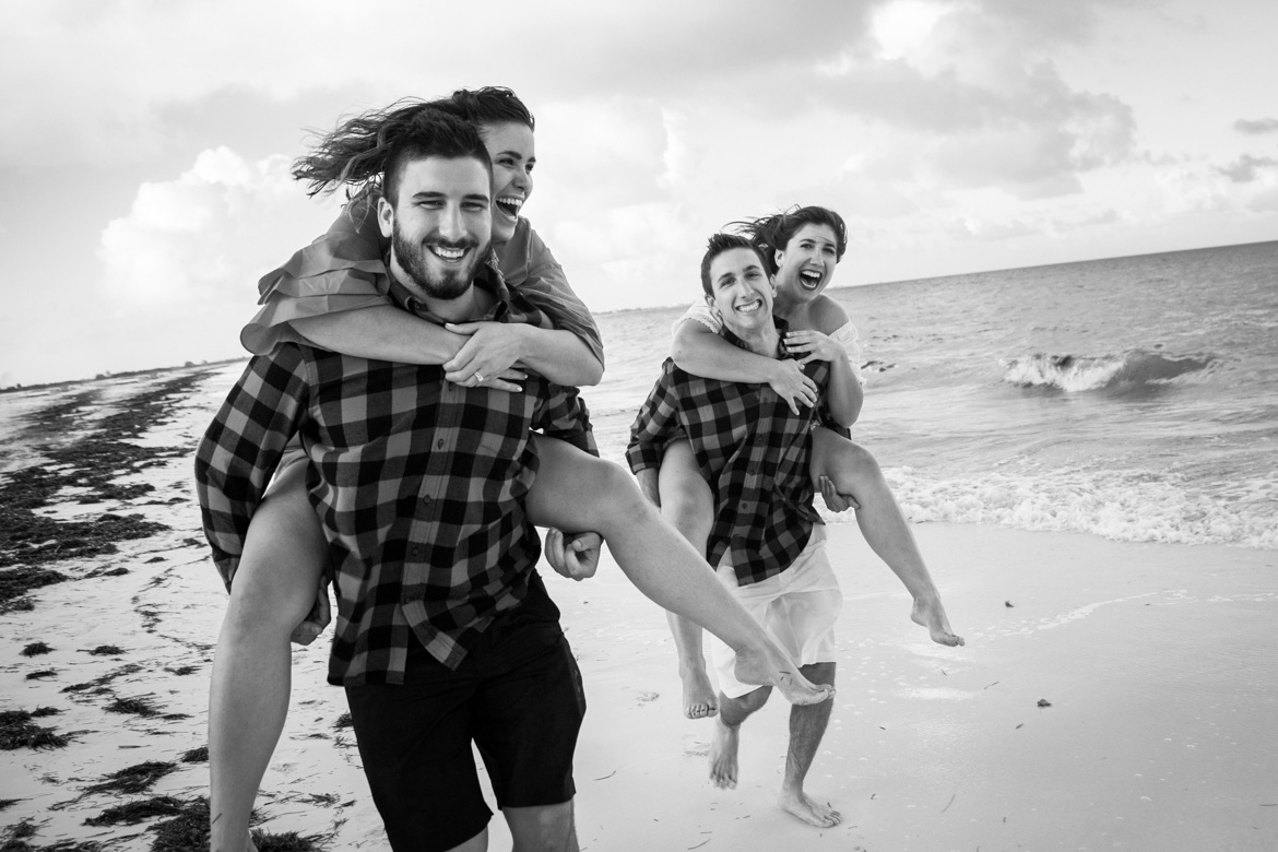 Fun family photo session on Cancun beach