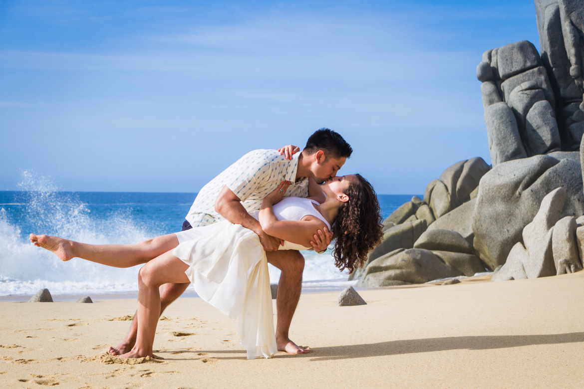 Romantic photo session for Cabo vacation