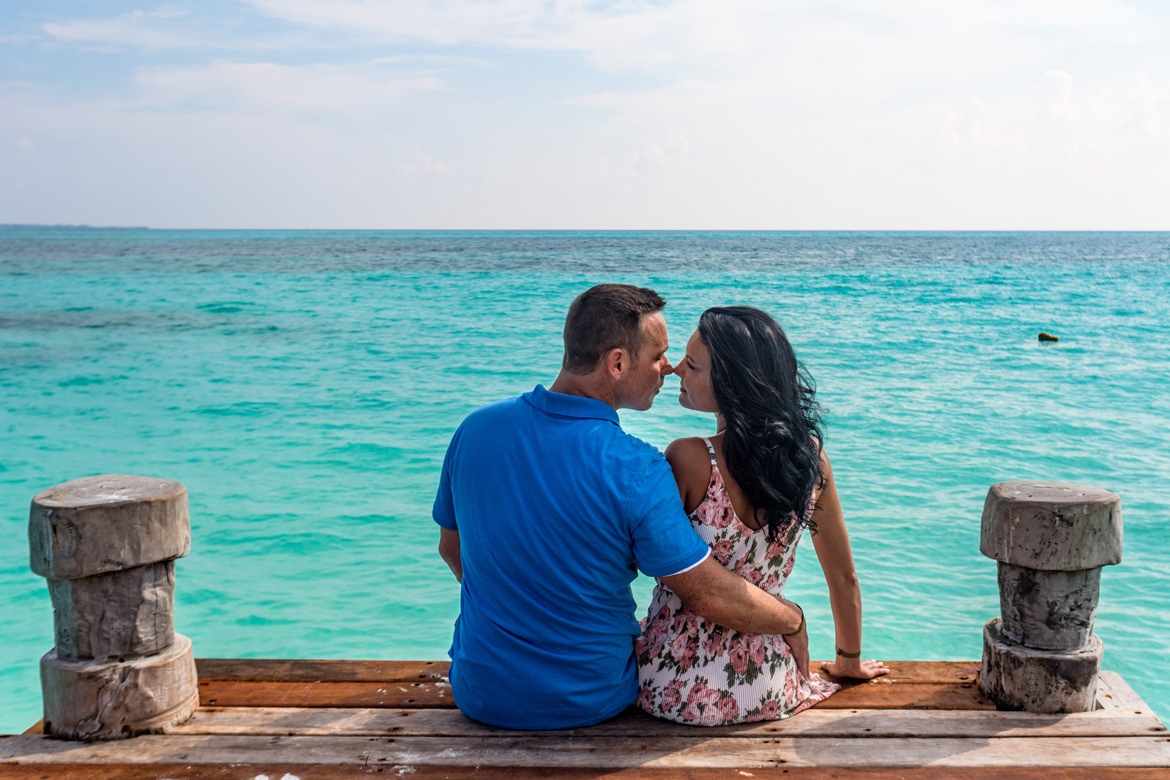 Romantic oceanfront photography session Riviera Maya