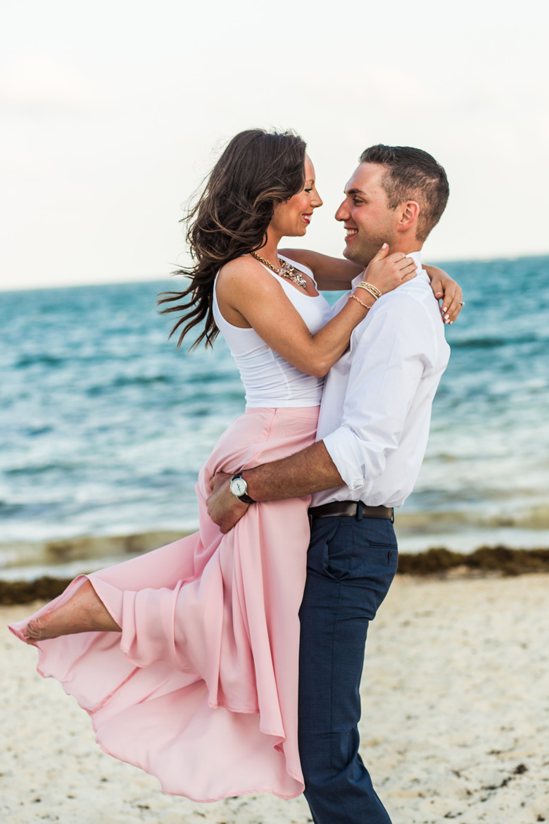 Romantic beach photo shoot in Cancun