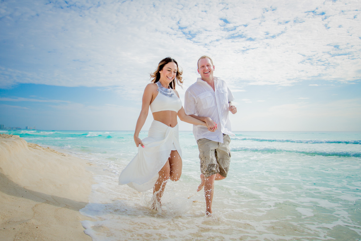 Romantic photo shoot on vacation in Cancun