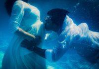 Underwater babymoon photoshoot