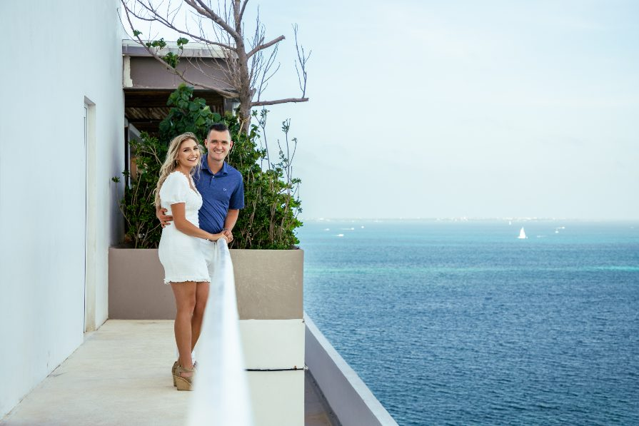 Romantic lifestyle photo session with couple of vacation in Cancun