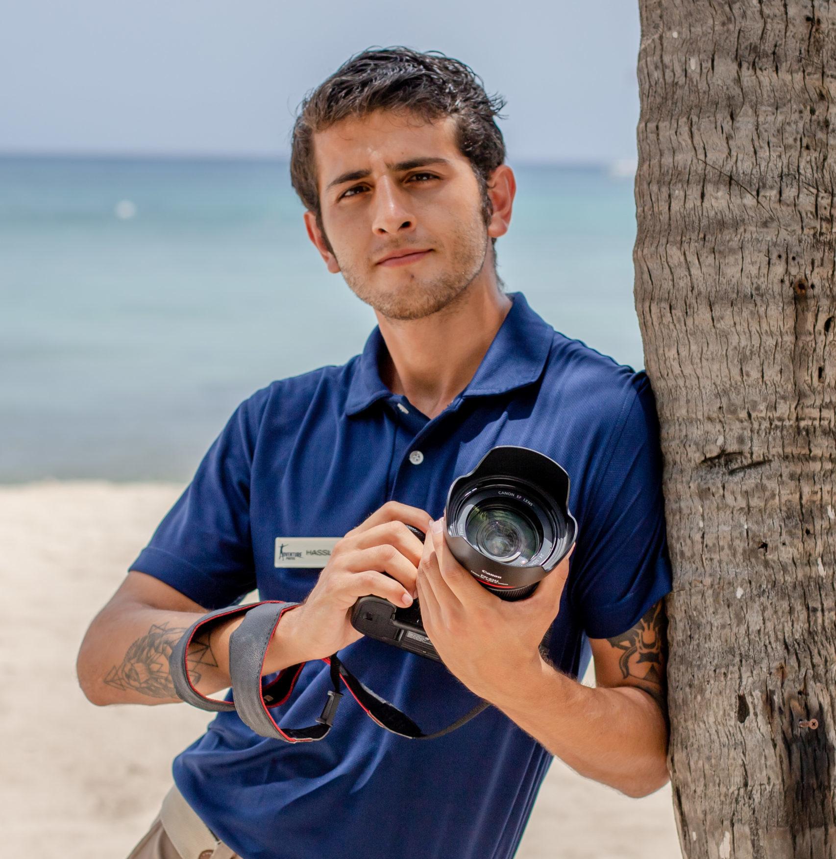 Portrait of photographer Hassler Raffoul Escareno